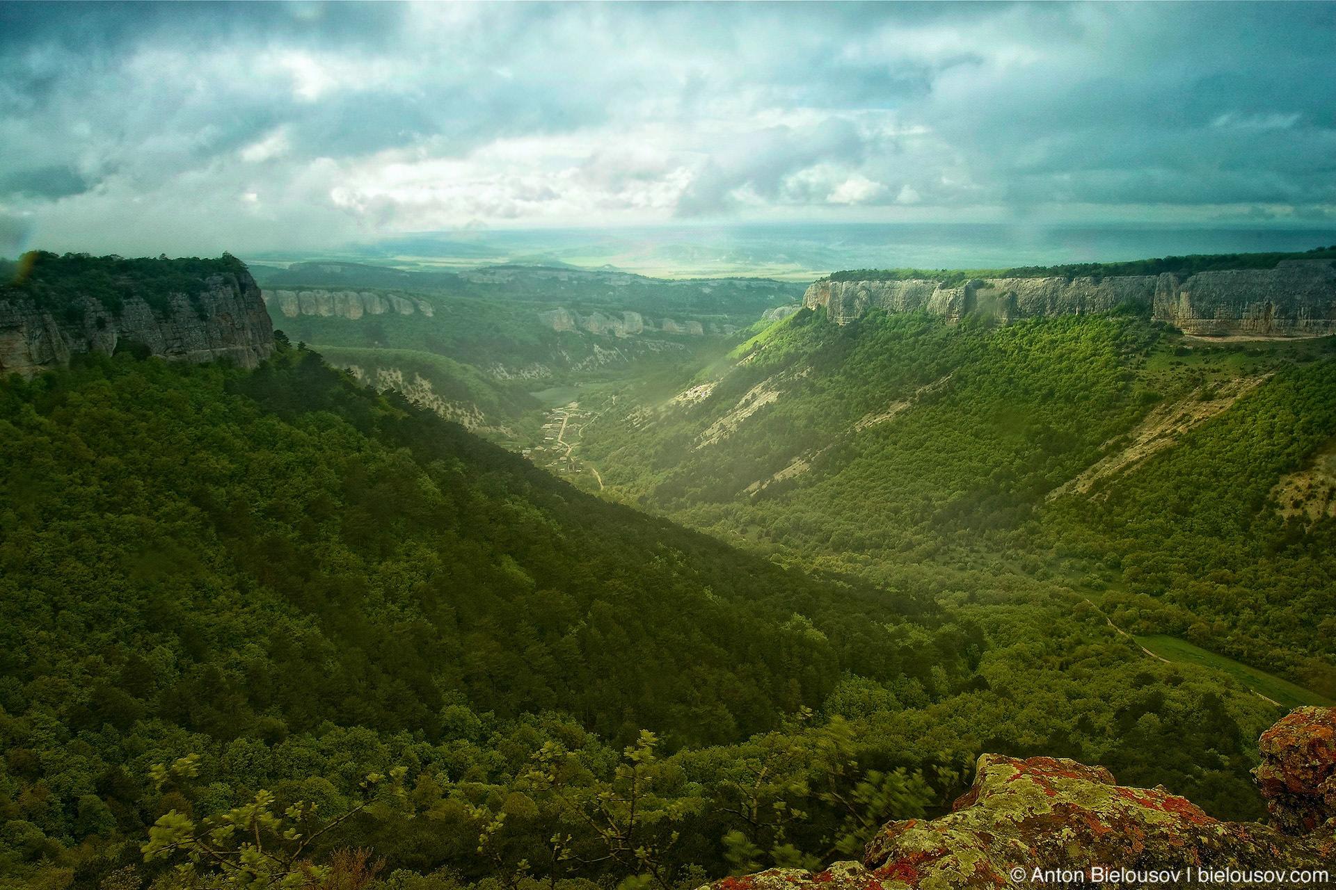 Вид с вершины горы Мангуп-Кале в Крыму. Высота — 583 м.