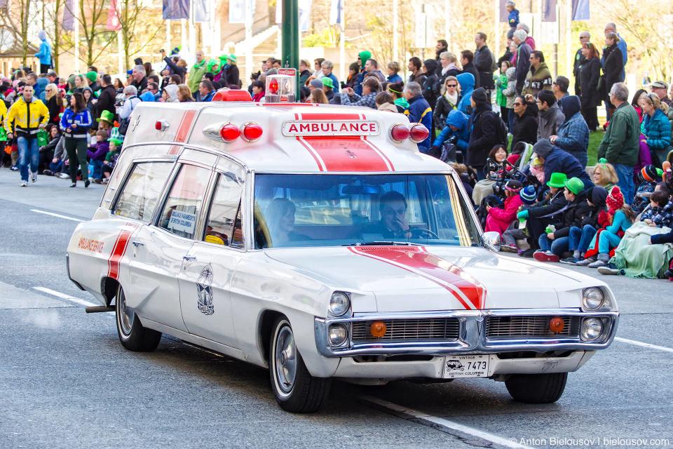 Скорая помощь как в Охотниках за Привидениями на параде Святого Патрика в Ванкувере
