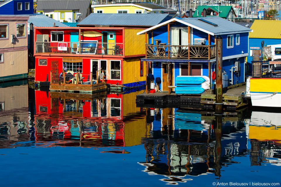 Плавучие домики рыбацкой пристани в Виктории — всего их 33, большинство из которых выставлены на продажу — говорят, это сезонное.