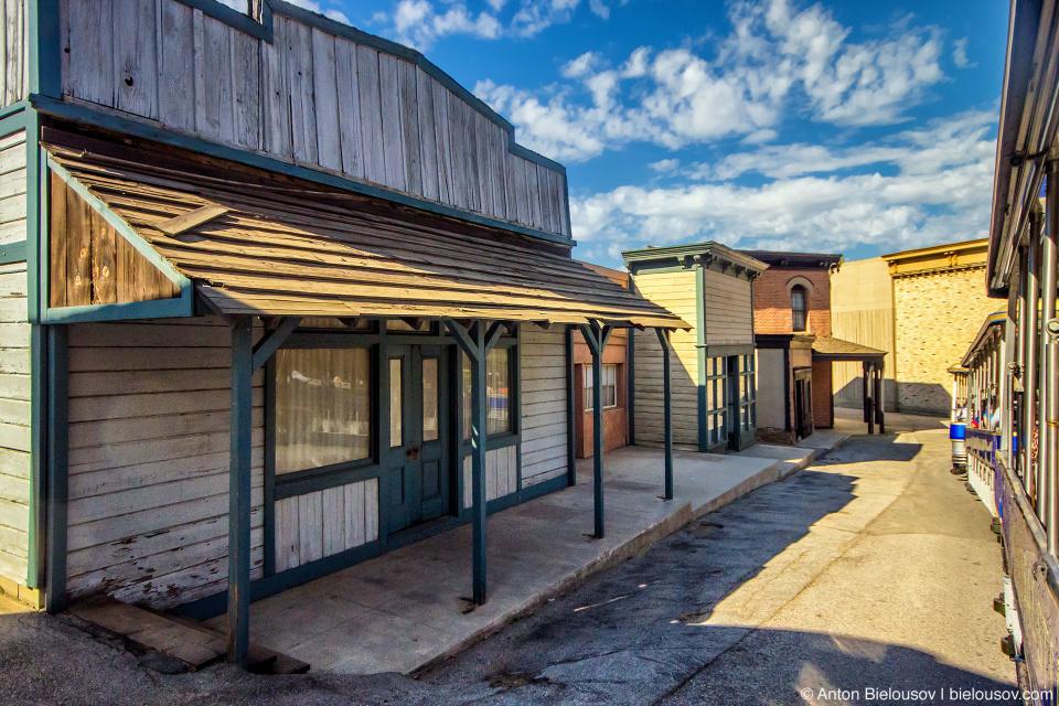 Six Point Texas at Universal Studios Backlot, Hollywood, CA